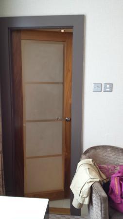 The Cavendish London: Bathroom door