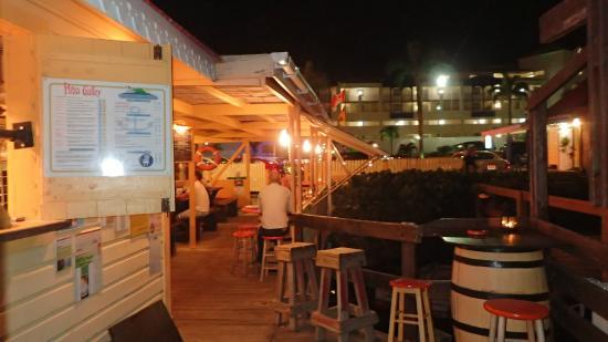 Pizza Galley: Une partie de la terrasse vue sur le resto