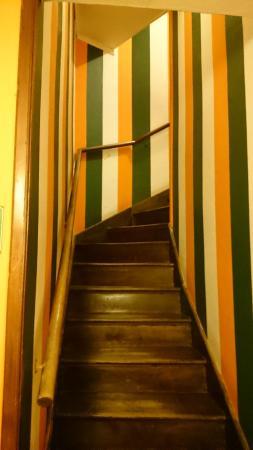 Hostel Achalay: Escadas de acesso ao 2º piso
