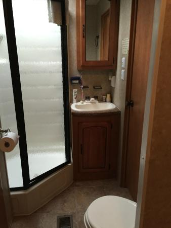 Country Bumpkins Campground and Cabins: Trailer #1 Bathroom