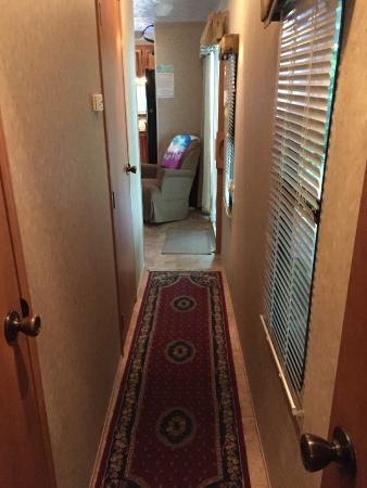 Country Bumpkins Campground and Cabins: Trailer #1 Hallway