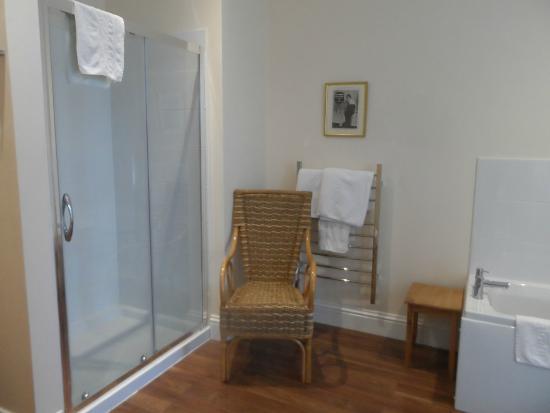 Glenleigh House Bed & Breakfast : Superior bathroom