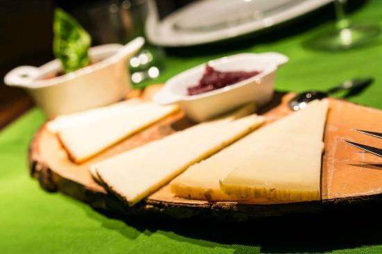 Dimora dei Frati: Tagliere di formaggi locali