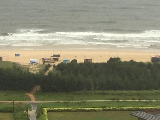 Ten Miles Silver Beach: Junky huts to use for KTV at night