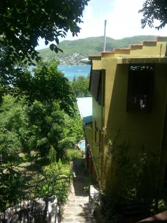 Belmont, Bequia: Side entrance of the hotel