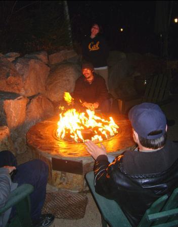 Olympic Village Inn - A Wyndham Worldmark Resort: Fire pit fun