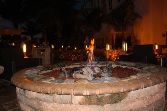 Hyatt Siesta Key Beach Resort, A Hyatt Residence Club: fire pit at the Hyatt