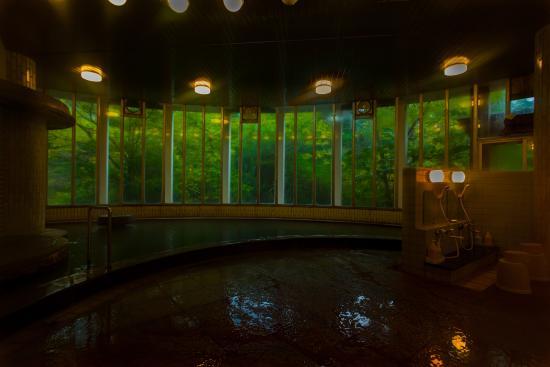 Yumei Hotel: 静かな杜に囲まれた大浴場
