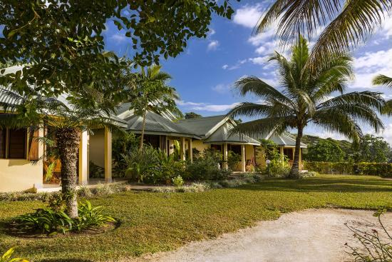 Poppy's on the Lagoon: Beachfront Spa Bungalows