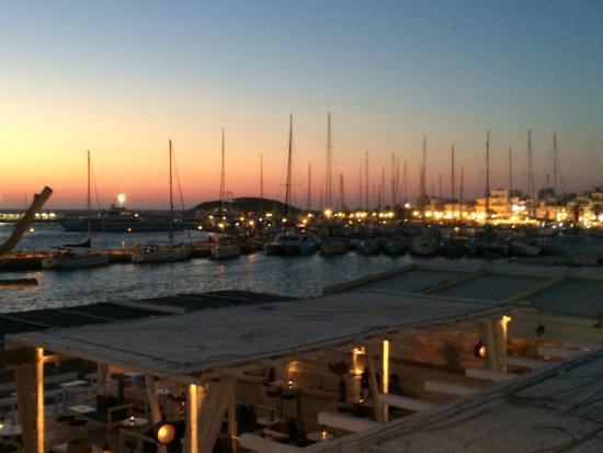 Oniro Studios: Sunset at the port in Naxos