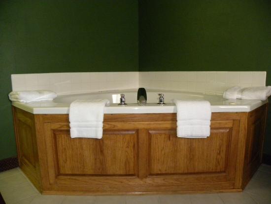 New Victorian Inn & Suites - Kearney : Whirlpool suite