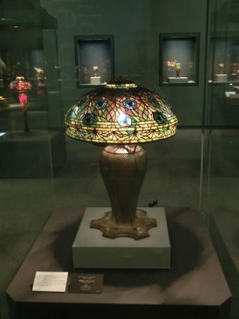 Hida Takayama Museum of Art : クジャクの羽のランプ