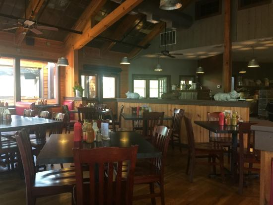 Hawg Wild BBQ & Catfish House : Wonderful Bright Clean Dinning Room