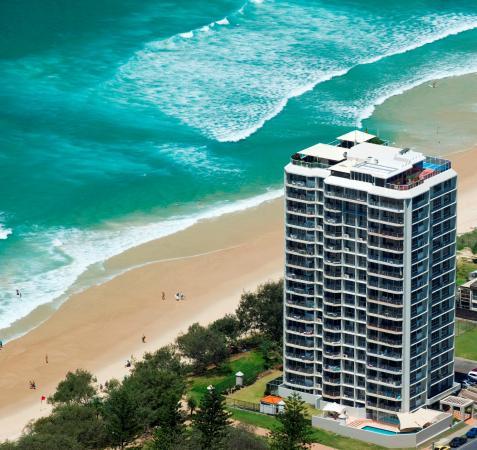 Golden Sands Holiday Apartments: Golden Sands on Main Beach