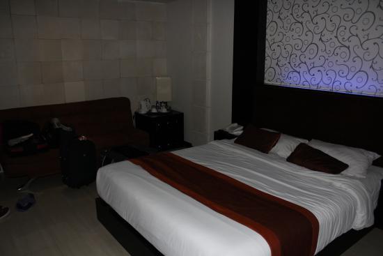 Taman Agung Hotel: Bed