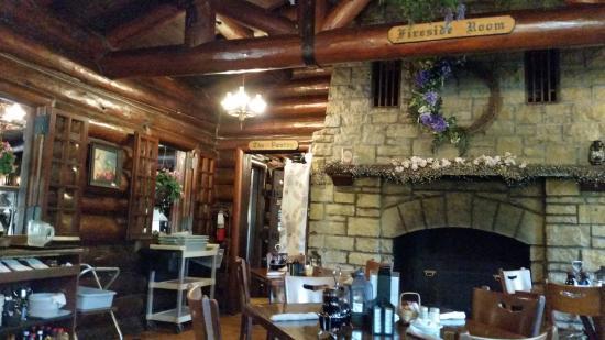 Mount Morris, IL: Fireside Room