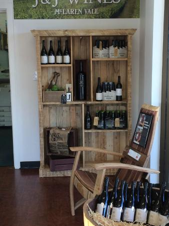 Mitcham, Australia: Cellar Door wines.