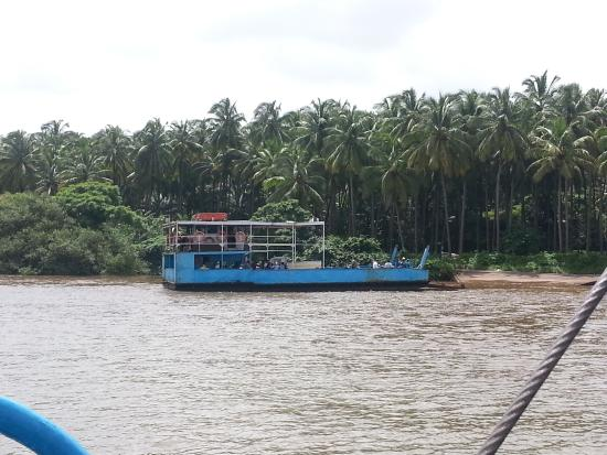 Ferry across to Divar Island