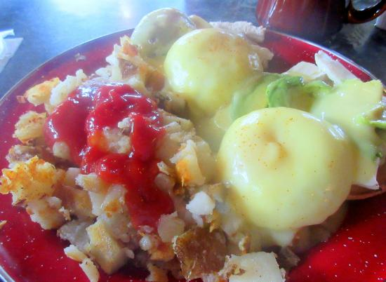 The Big Bend Cafe: Eggs Benedict with Brie and Avocado, Big Bend Cafe, Golden, BC