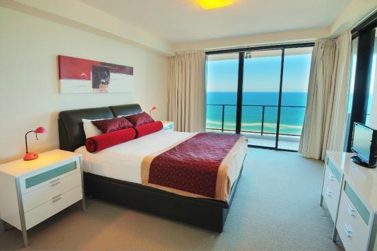 Ultra Broadbeach: 3 Bedroom Skyhome - Main Bedroom