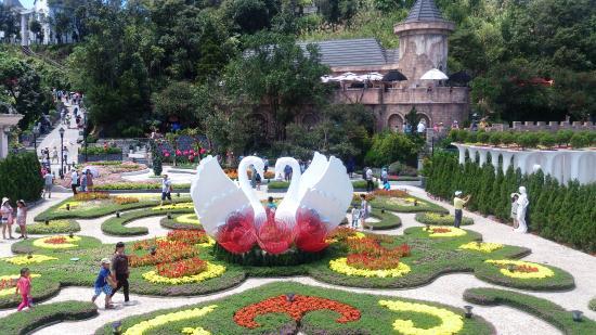 Steps of flowers picture of ba na hills da nang for Jardin d amour wine