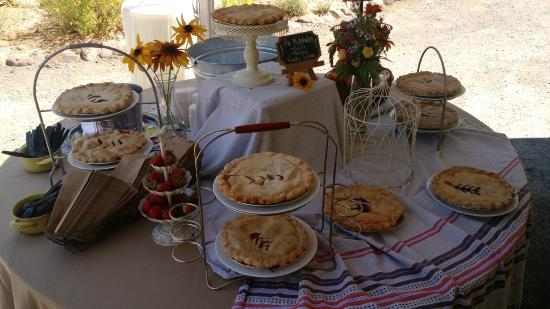 Savvy on First: The ddessert table ahd wonderful pies and ice cream.
