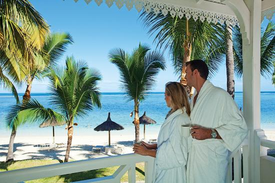 Sugar Beach Golf & Spa Resort: Honeymooners on Balcony