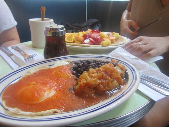 Cafe Habana: Huevos Rancheros y Pancakes
