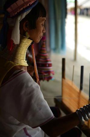Long Neck Village: 首長族の女性