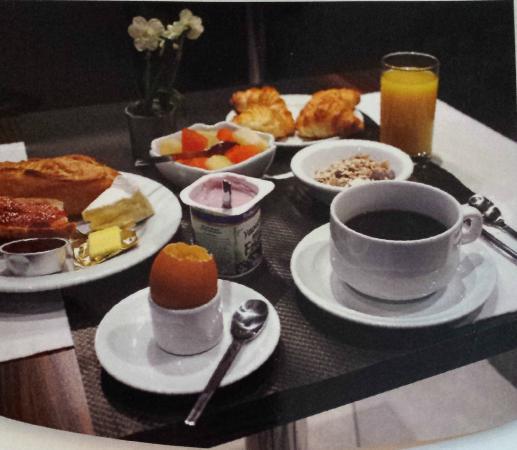 Hotel de la Paix Tour Eiffel: breakfast buffet