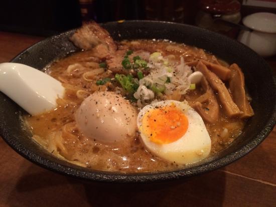 Hiroya: 味噌ラーメンに半熟煮卵をトッピング