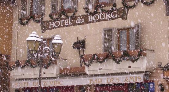 Hotel du Bourg : façade exterieure hiver