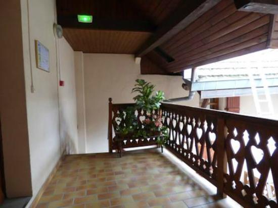 Hotel du Bourg : patio interieur