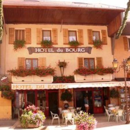 Hotel du Bourg : façade exterieure été