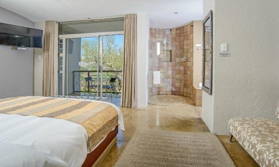 Francolin Lodge: Modern, open-plan design