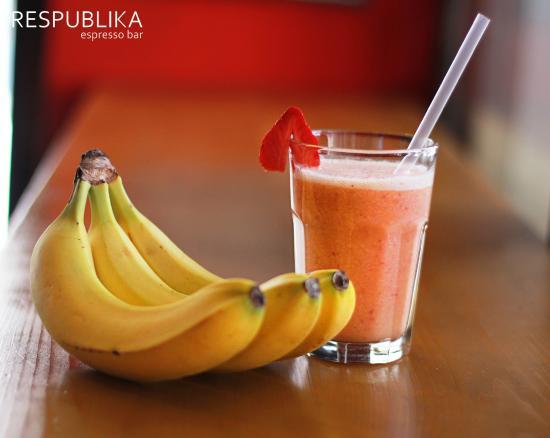 Respublika Espresso Bar : Banana-Berry Shake