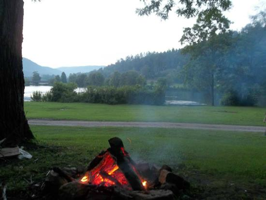 campfire at cabin rental at Hiwassee Outfitters Reliance TN