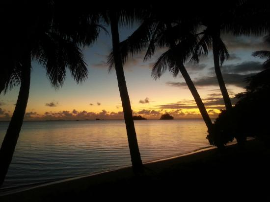 Coconut Grove Beachfront Cottages: sunrise