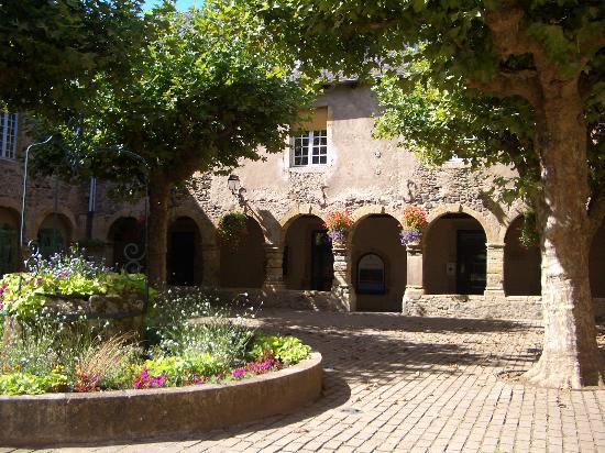Office de Tourisme des Causses à l'Aubrac- Bureau St Geniez d'Olt