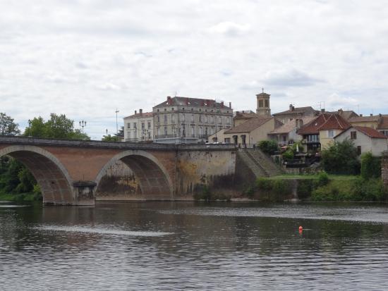 Le vieux pont c t pile photo de office de tourisme bergerac sud dordogne bergerac tripadvisor - Office du tourisme bergerac ...