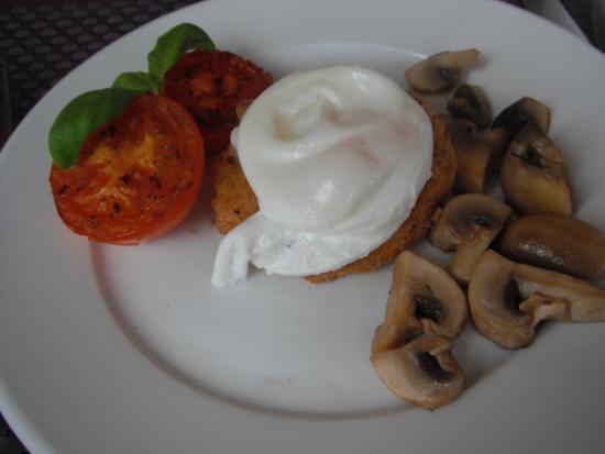 Swan Guest House: fishcake for breakfast