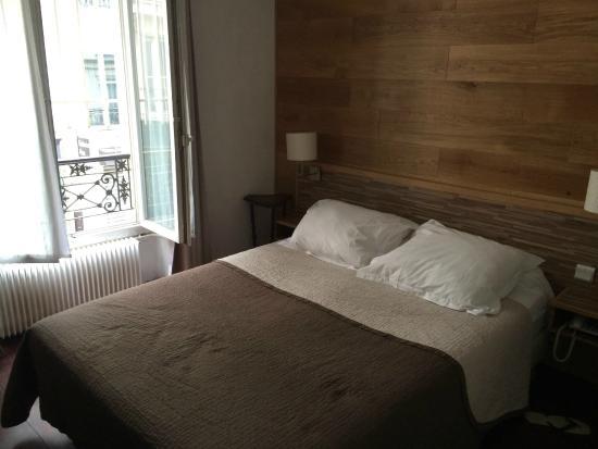 Hotel Du Moulin: Twin beds