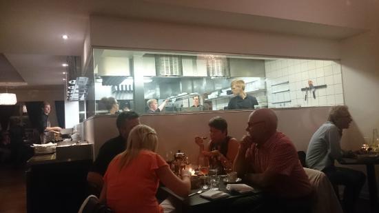 Restaurant Sletten: Travlhed i køkkenenet en lørdag aften