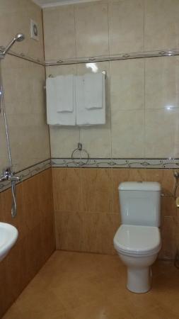 Hotel Chuchulev: bathroom