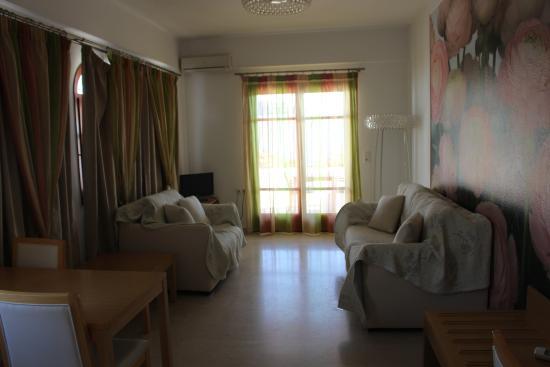 Limani Apartments: ZonaGiorno
