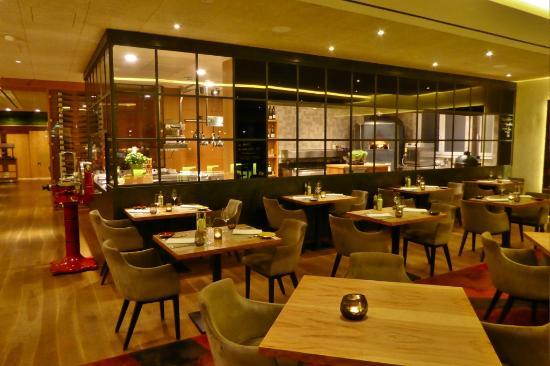 Restaurant und offene Küche - Bild von RIVA Restaurant & Bar ...