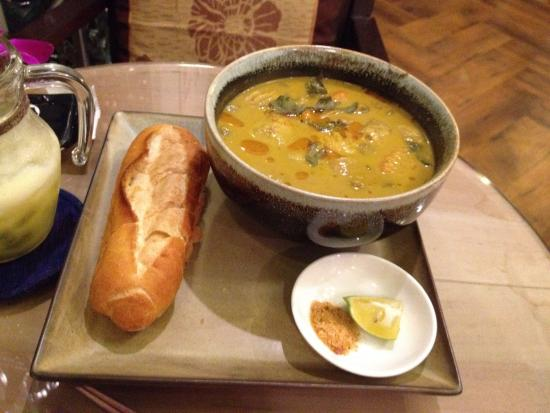 Mushroom curry with Vietnamese bread and pineapple juice. Delicious!