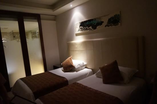 Zijingang International : Our Room!