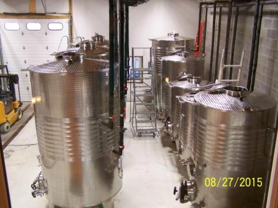 Good Luck Cellars : making wine