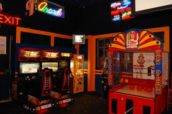Game area picture of tj 39 s sports garden restaurant for Tj garden rooms